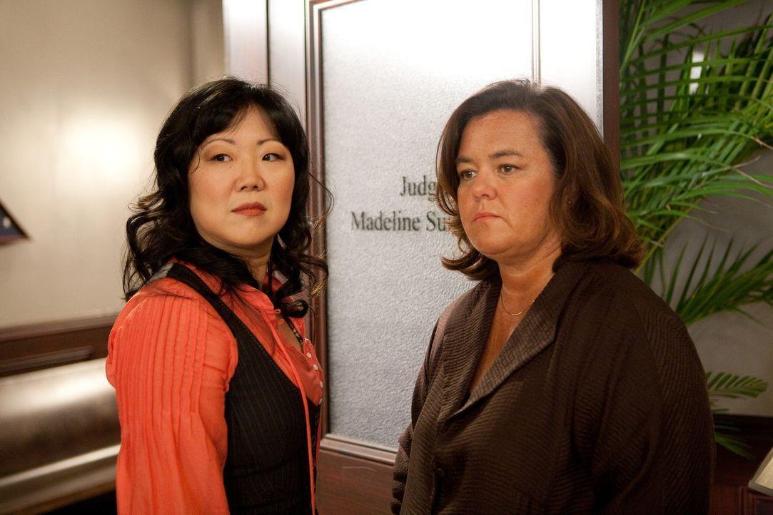 Während Grayson und Kim an einen kniffligen Fall arbeiten, klagt Richterin Stone (Rosie O'Donnell, r.) gegen eine Partnervermittlung, deren Dienste... - Bildquelle: 2009 Sony Pictures Television Inc. All Rights Reserved.