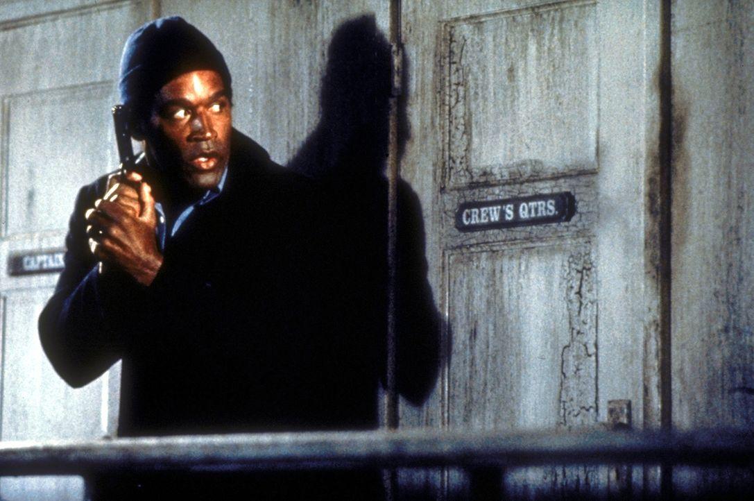 Der Undercover-Agent Nordberg (O.J. Simpson) ist unterwegs in einer streng geheimen Mission ... - Bildquelle: Paramount Pictures