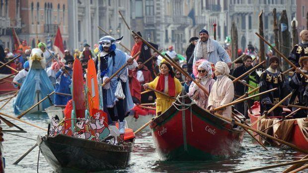 Karneval in Venedig: Riesiger Maskenball
