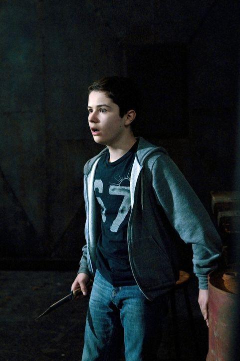 Während Ben (Nicholas Elia) in den Fängen von Dämonen ist, lernt er eine ganz neue und aufregende Welt kennen ... - Bildquelle: Warner Bros. Television