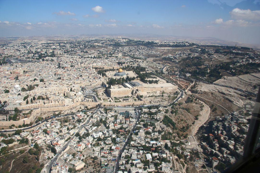 Ross Kemp reist nach Israel - ein Land, das heute primär mit den Unstimmigkeiten innerhalb des Landes zu kämpfen hat: Auf der einen Seite die religi... - Bildquelle: British Sky Broadcasting 2010