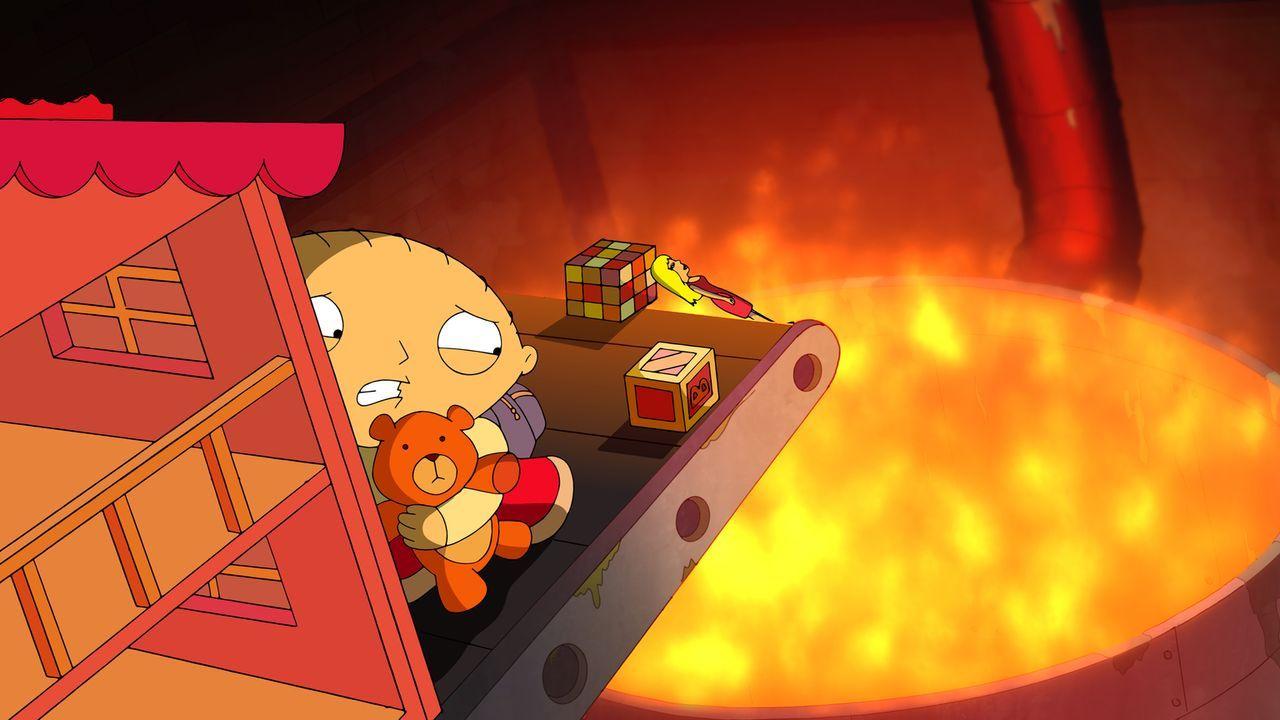 Da Lois Stewies Teddy Rupert im Rahmen einer Rückrufaktion in die Fabrik zurückgeschickt hat, macht sie Stewie auf die Suche nach ihm. Was ihn in gr... - Bildquelle: 2013 Twentieth Century Fox Film Corporation. All rights reserved.