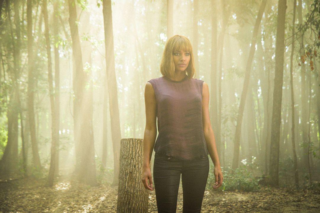 Ist noch etwas Menschlichkeit in der Person, die aussieht wie Eva (Kylie Bunbury)? - Bildquelle: 2015 CBS Studios Inc.