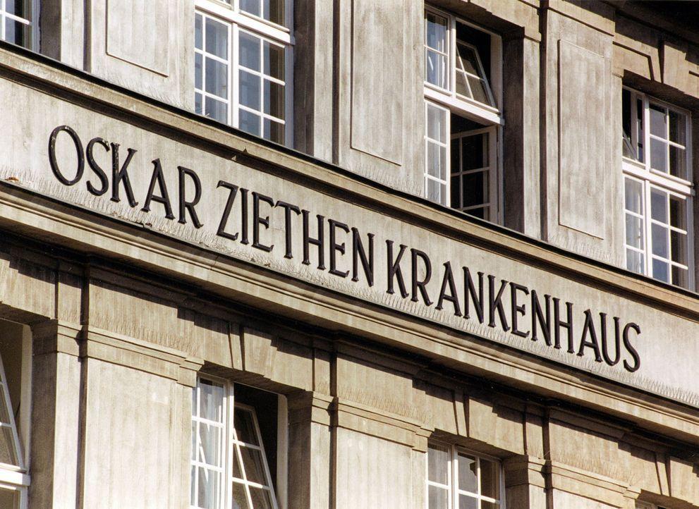 Tagtäglich begleitet ein geschultes Journalisten-Team mit den Augen der Kamera den Alltag in einem deutschen Krankenhaus, nämlich das Krankenhaus Li... - Bildquelle: SAT.1