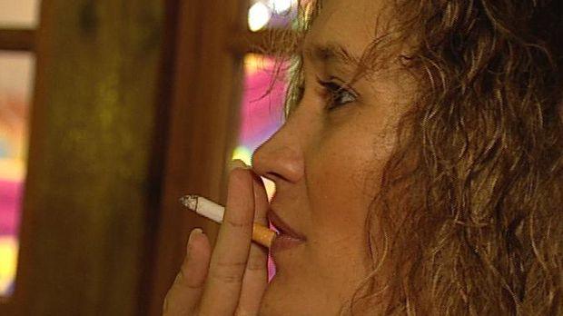 Manuela hat sich fest vorgenommen, mit dem Rauchen aufzuhören - ihren Kindern...