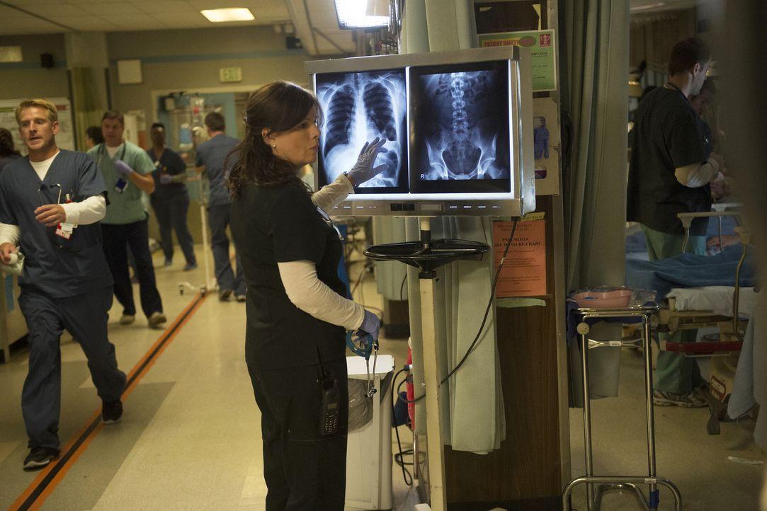 Sie befindet sich in einem Gewissenskonflikt, welchem ihrer Patienten sie zuerst helfen soll: Leanne (Marcia Gay Harden) ... - Bildquelle: Neil Jacobs 2015 American Broadcasting Companies, Inc. All rights reserved.