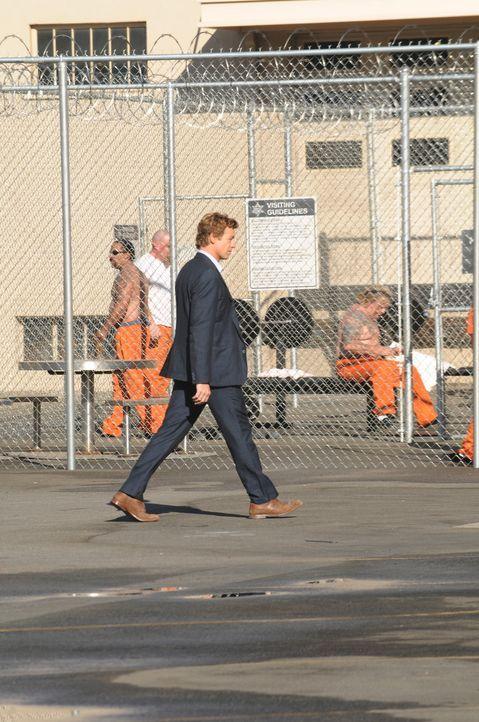 Versucht, die Unschuld von Jared Renfrew zu beweisen, um an Informationen zu kommen, die ihm privat weiterhelfen können: Patrick Jane (Simon Baker)... - Bildquelle: Warner Bros. Television