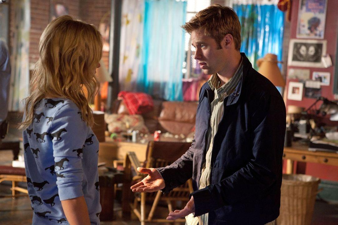 Sieht Nachhilfe als einzige Möglichkeit Lux (Brittany Robertson, l.) näher kennen zu lernen: Eric Daniels (Shaun Sipos, r.)... - Bildquelle: The CW   2010 The CW Network, LLC. All Rights Reserved