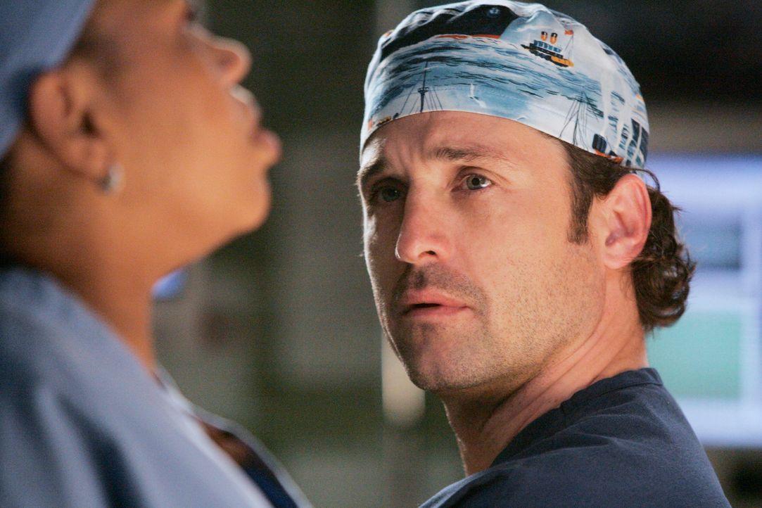 Derek (Patrick Dempsey, r.) spricht mit Bailey (Chandra Wilson, l.) über die Vorwürfe, die er sich selbst macht, doch sie gibt ihm zu verstehen, das... - Bildquelle: Touchstone Television