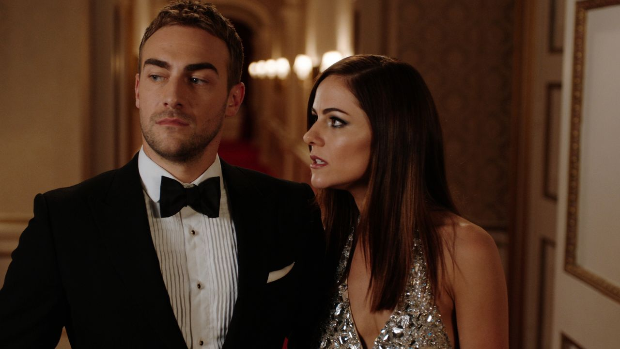 Wie wird Jasper (Tom Austen, l.) mit der Information über das wahre Ziel des Schusses, der ihn fast umgebracht hat, umgehen? Wird er Eleanor (Alexan... - Bildquelle: 2018 Lions Gate Entertainment Inc. All Rights Reserved.