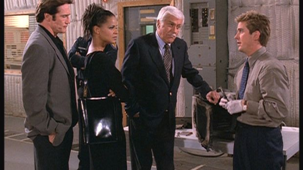(v.l.n.r.) Steve (Barry Van Dyke), Amanda (Victoria Rowell) und Mark (Dick Va...
