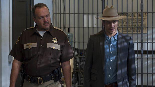 Sheriff Hunter Mosley (Brent Sexton, l.) bringt Raylan Givens (Timothy Olypha...
