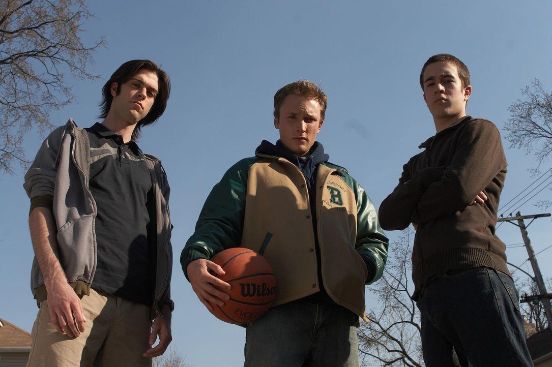Machen Sam das Leben an der neuen Schule nicht leicht: Kyle (Joshua Close, M.), und seine Freunde (Alex House, r. und Nick Ouellette, l.) ... - Bildquelle: New Line Cinema