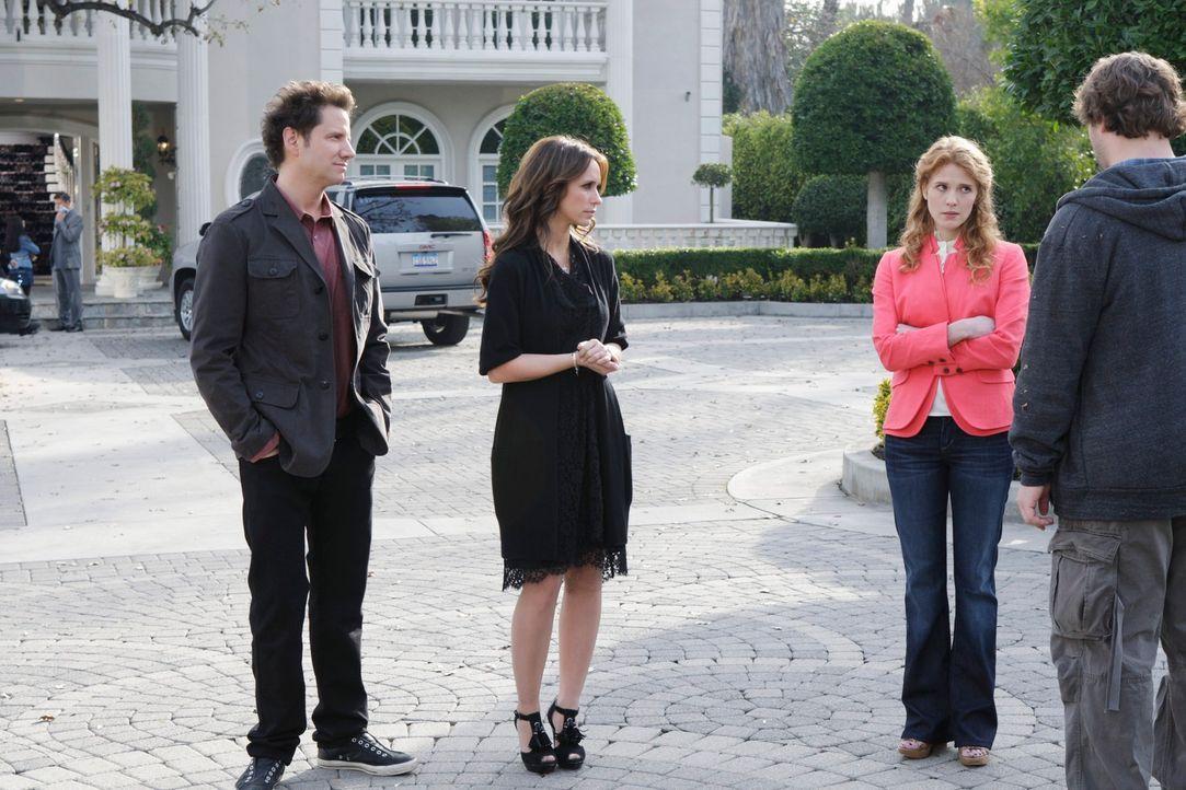 Eli James (Jamie Kennedy, l.) und Melinda (Jennifer Love Hewitt, 2.v.l.) hoffen, das Missverständnis zwischen Todd (Matt Lowe, r.) und Sherry (Erin... - Bildquelle: ABC Studios