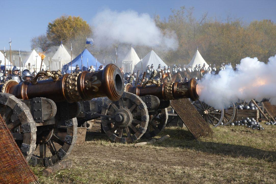 Unglücklicherweise besitzen die römischen Truppen keine Kanonen, während die Franzosen einige Exemplare ihr eigen nennen ... - Bildquelle: LB Television Productions Limited/Borgias Productions Inc./Borg Films kft/ An Ireland/Canada/Hungary Co-Production. All Rights Reserved.