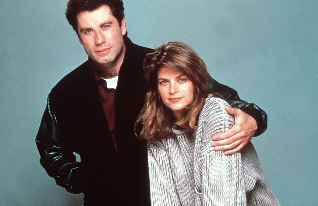 Der freundliche Taxifahrer James (John Travolta, l.) hilft der allein erziehenden Molly (Kirstie Alley, r.) und ihrem Sohn Mikey, denn Mikey kann sp... - Bildquelle: TriStar Pictures