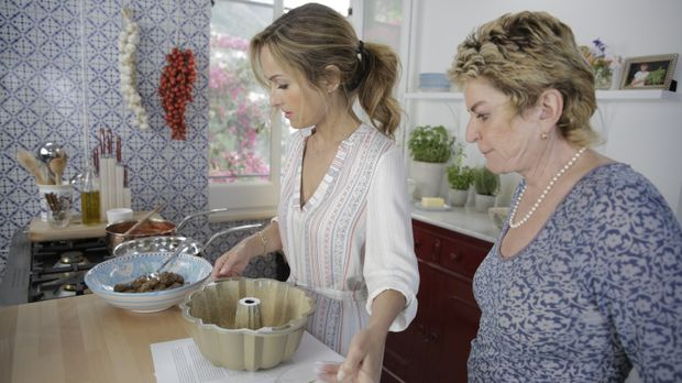 Im Rezeptbuch ihrer Großmutter stößt Giada (l.) auf das Gericht Sartu di Riso...