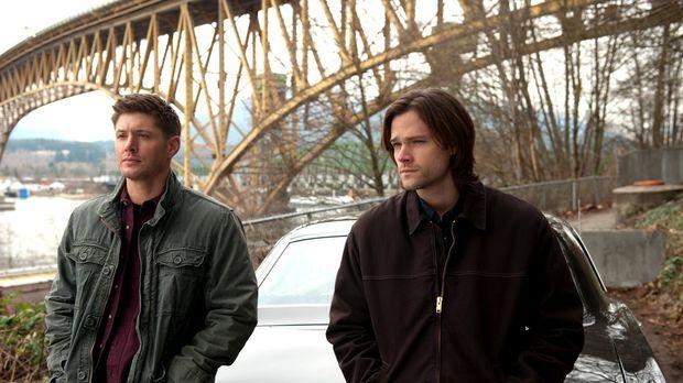 Immer noch geschwächt von der zweiten Aufgabe, zwingt Dean (Jensen Ackles, l....