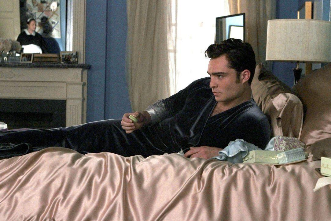 Kommt einfach nicht von Blair los: Chuck (Ed Westwick) ... - Bildquelle: Warner Bros. Television