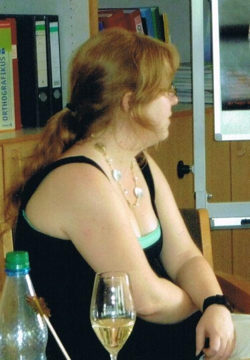 Die zierliche, optisch etwas bieder erscheinende Anja Geyer fühlt sich mit ihren 1,60 m nicht wie eine richtige Frau. Zudem hat Anja bis vor kurzem...