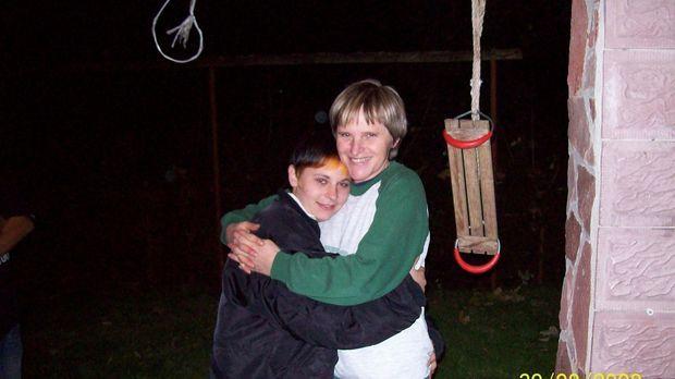 Seit dem 18. September 2008 hat Simone Blümel (r.) ihre 16-jährige Tochter ni...