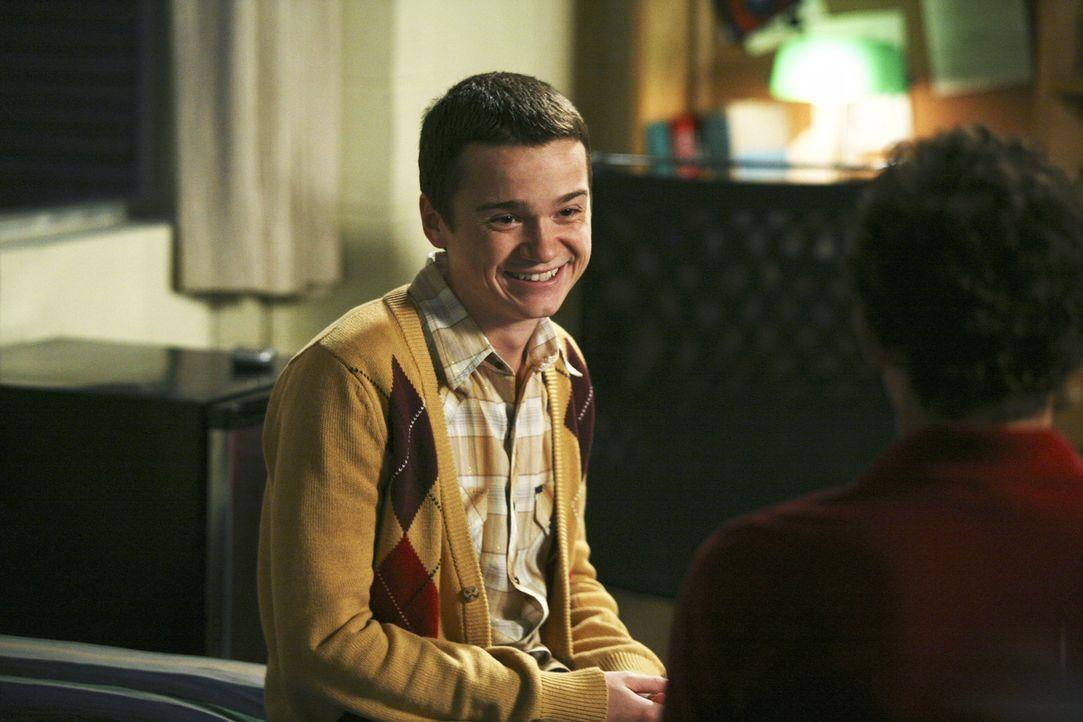 Rusty (Jacob Zachar, r.) entdeckt, dass Dales bester Freund Kirk (Dan Byrd, l.) ein dunkles Geheimnis hat, und überlegt nun, ob er es Dale verraten... - Bildquelle: 2008 ABC Family