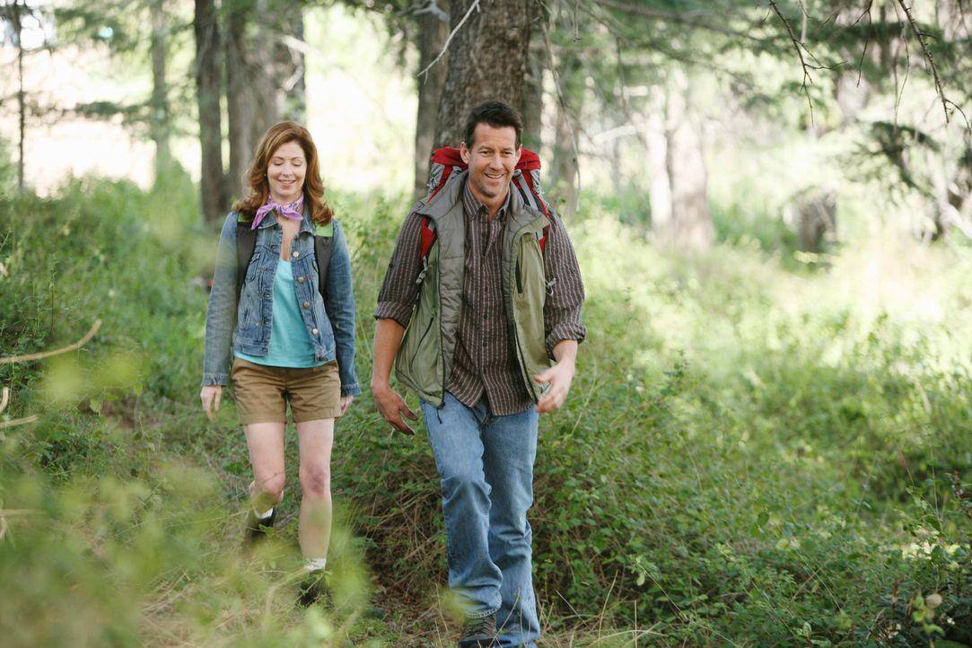 Ahnen noch nicht, dass ihr Ausflug ein jähes Ende nimmt: Mike (James Denton, r.) und Katherine (Dana Delany, l.) ... - Bildquelle: ABC Studios