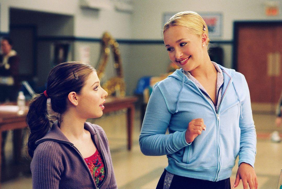 Casey (Michelle Trachtenberg, l.) hat nur einen Traum: Sie will Eistänzerin werden. Als sie dann die einmalige Chance bekommt, mit der erfolgreiche... - Bildquelle: 2005 Disney Enterprises, Inc.