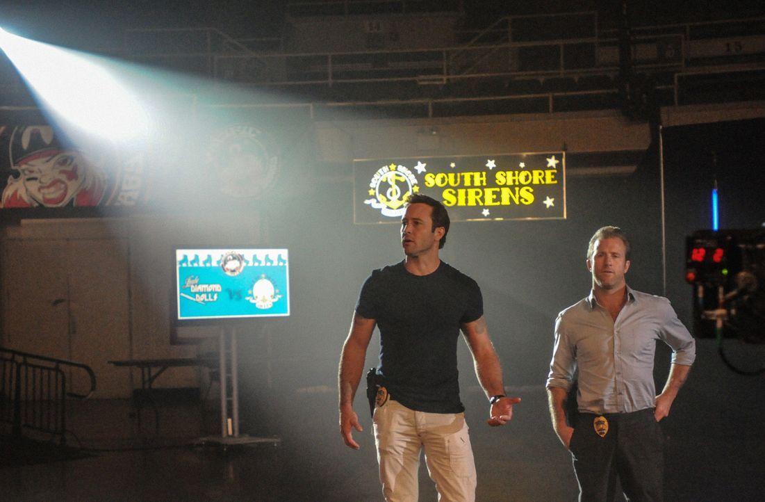 Ein neuer Mordfall beschäftigt Steve (Alex O'Loughlin, l.) und Danny (Scott Caan, r.) ... - Bildquelle: 2013 CBS Broadcasting, Inc. All Rights Reserved.