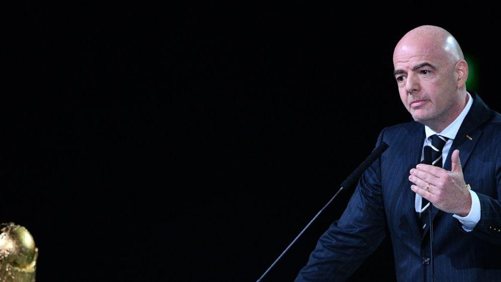 FIFA-Chef Gianni Infantino bei seiner Rede in Moskau - Bildquelle: AFPSIDMLADEN ANTONOV