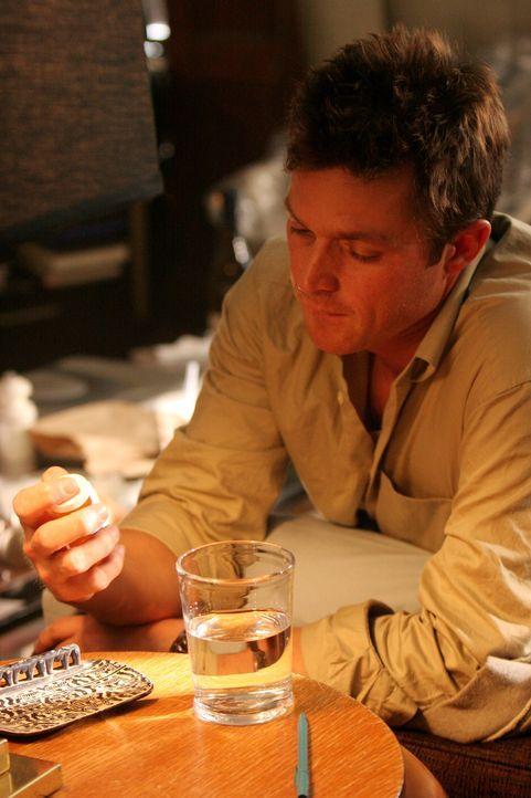 Seine Kollegen machen sich große Sorgen um Martin (Eric Close), der von seinen Schmerzmitteln abhängig geworden ist ... - Bildquelle: Warner Bros. Entertainment Inc.
