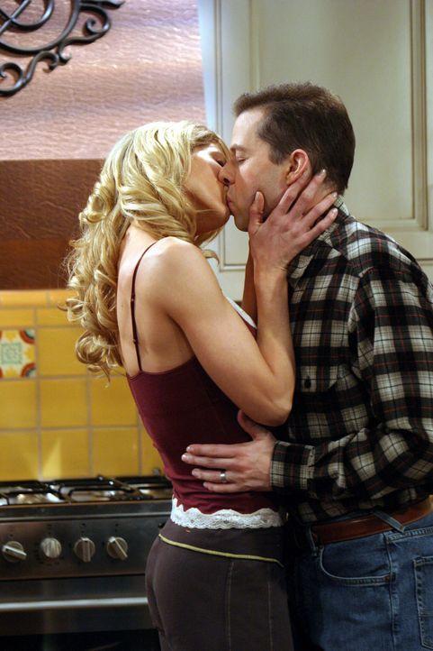 Nach und nach schmiedet Alan (Jon Cryer, r.) Pläne für eine gemeinsame Zukunft mit Frankie (Jenna Elfman, l.) ... - Bildquelle: Warner Brothers Entertainment Inc.
