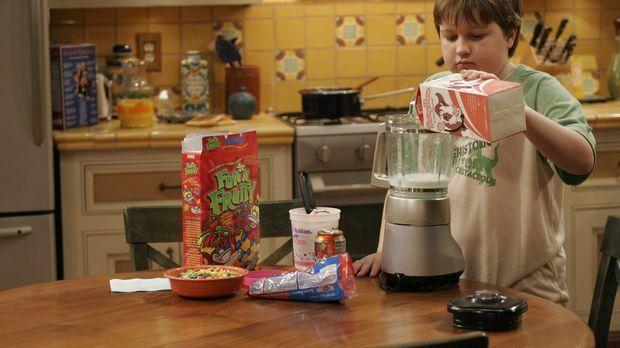 Jake (Angus T. Jones) backt sich einen Geburtstagskuchen ... © Warner Brother...