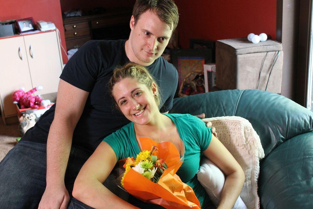 Die 18-Jährige Deborah (r.) glaubt, mit Steve (l.) den Mann ihrer Träume gefunden zu haben, doch nachdem sie ihr erstes Kind bekommen und geheiratet... - Bildquelle: Atlas Media Corp.