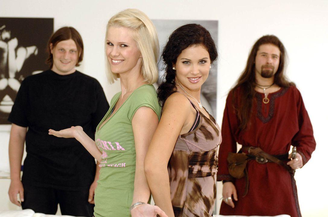 Monica Ivancan (2.v.l.) und Playmate Guiliana (2.v.r.) kümmern sich heute um Ralf (r.) und Stephan (l.) … - Bildquelle: ProSieben