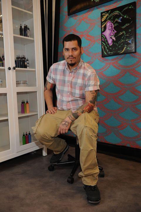 """Seine Zeit als Comic-Zeichner hat Samuel """"High Noon"""" Suarez geprägt. Auch bei seinen Tattoos setzt er auf eine Mischung aus Grafik und Storytelling... - Bildquelle: Jeff Daly spike"""