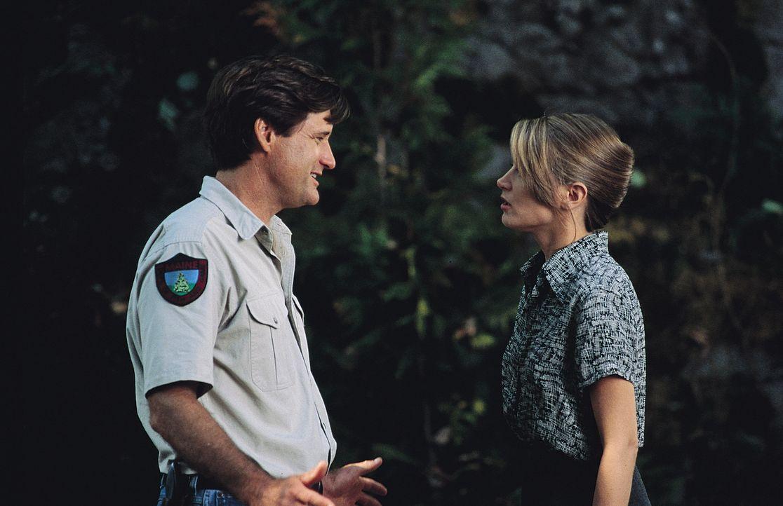 Nachdem sich Jack (Bill Pullman, l.) und das Team darauf einigen, das Tier einzufangen, werden vor allem die Nerven der Großstädterin Kelly (Bridget... - Bildquelle: Tobis Film