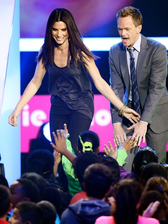 kids-choice-awards-2013-Sandra-Bullock-Neil-Patrick-Harris-130323-2-getty-AFP - Bildquelle: getty-AFP