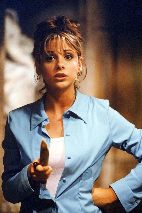 Buffy (Sarah Michelle Gellar), die Vampir-Jägerin, macht in einer Familiengruft eine grausige Entdeckung. - Bildquelle: (1997) Twentieth Century Fox Film Corporation.