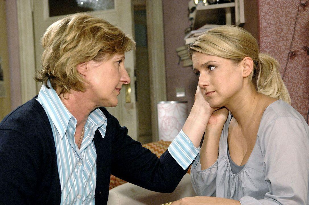 Susanne (Heike Jonca, l.) und Anna (Jeanette Biedermann, r.) trauern um Ingo. - Bildquelle: Claudius Pflug Sat.1