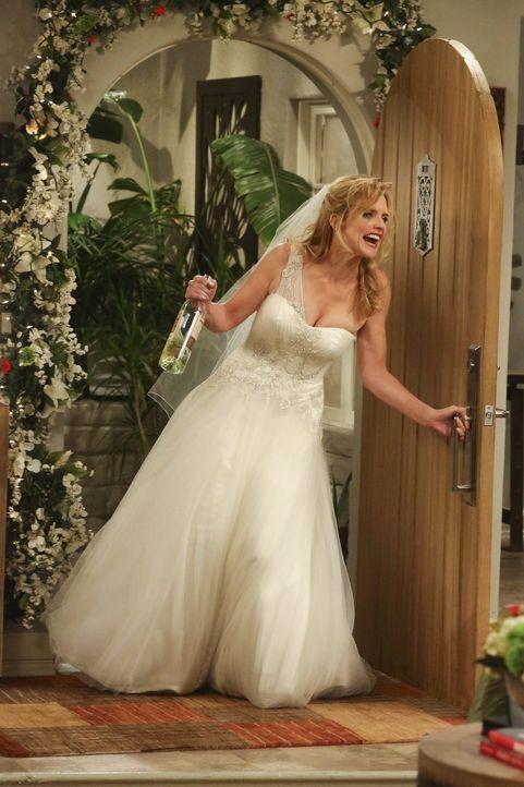 Lyndsey (Courtney Thorne-Smith) erscheint sturzbetrunken auf der Hochzeitsfeier von Alan und Gretchen, und das auch noch im Brautkleid. Wird sie die... - Bildquelle: Warner Brothers Entertainment Inc.