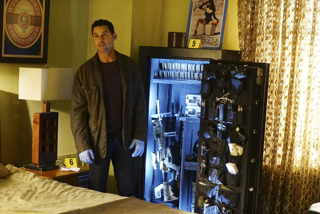 Überrascht stellt Esposito (Jon Huertas) fest, dass das Opfer kein unbeschriebenes Blatt war ... - Bildquelle: Richard Cartwright ABC Studios