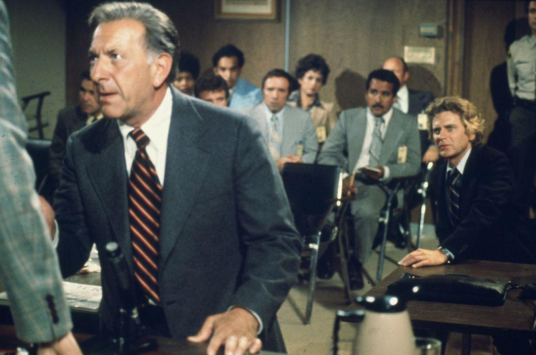 War es Selbstmord oder doch ein Verbrechen? Quincy (Jack Klugman) bringt die Beweise auf den Tisch ... - Bildquelle: Universal Pictures