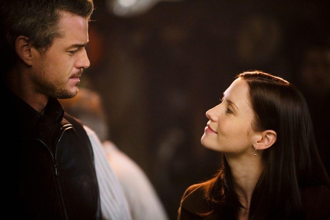 Lexie (Chyler Leigh, r.) fordert Mark (Eric Dane, l.) auf, ihre Beziehung öffentlich zu machen. Doch wird er es wirklich tun? - Bildquelle: Touchstone Television