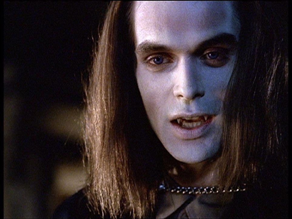 Hoher Besuch in Sunnydale: Dracula (Rudolf Martin) hat sich höchstpersönlich eingefunden. - Bildquelle: TM +   2000 Twentieth Century Fox Film Corporation. All Rights Reserved.