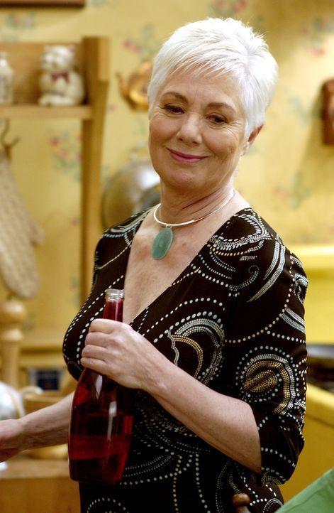 Freut sich über Frischfleisch Alex: Grace (Shirley Jones) ... - Bildquelle: 2007 Constantin Film Verleih