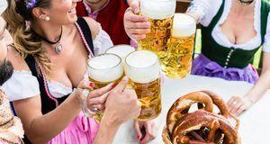 Oktoberfest feiern_2015_08_31_Oktoberfest München 2015_Bild1_fotolia_Kzenon