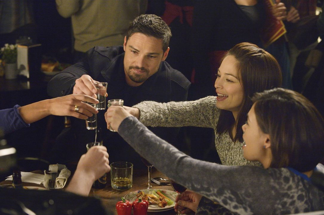 Haben sie Liam besiegt? (v.l.n.r.) Vincent (Jay Ryan), Cat (Kristin Kreuk) und Heather (Nicole Gale Anderson) ... - Bildquelle: Ben Mark Holzberg 2015 The CW Network, LLC. All rights reserved.