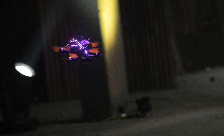 """Modern, innovativ und spektakulär: In der US-amerikanischen """"Drone Racing League"""" treten die weltbesten Drohnen-Piloten gegeneinander an. Sie manövr... - Bildquelle: Drone Racing League"""