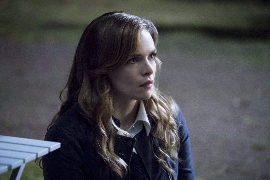 Caitlin (Danielle Panabaker) hat mehr denn je mit ihren Fähigkeiten und den Auswirkungen zu kämpfen ... - Bildquelle: 2016 Warner Bros.